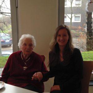Irma Treptow und Stefanie Bluth beim Stadtteilcafé am Hohenhagen am 14.02.2016.