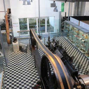 Blick auf Ausstellungshalle des Werkzeugmuseums.