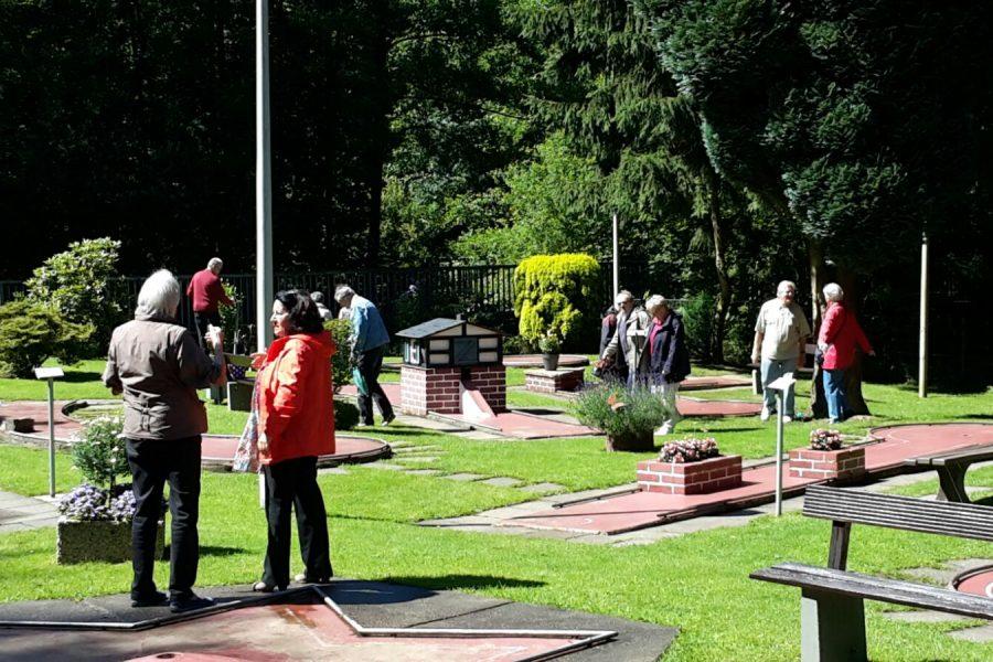 Minigolf-Turnier des SPD-OV Lüttringhausen am 02.07.2016: Viel Betrieb auf der Spielanlage!