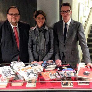 Ein Geburtstagsgeschenk für Willy Brandt erreicht die Zentralbibliothek