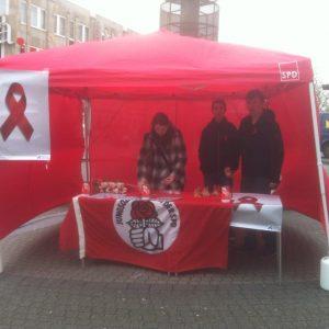Welt-Aids-Tag 2014: Die Remscheider Jusos sammelten für die Aidshilfe Wuppertal