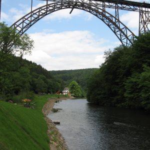 Der neue Brückenpark unter der Mügstener Brücke