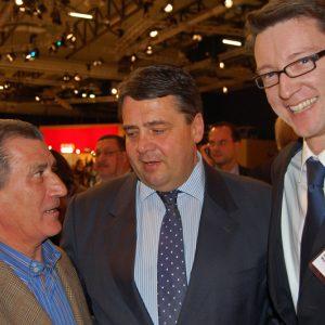 Luigi Costanzo, Sigmar Gabriel und Sven Wolf auf dem SPD Bundesparteitag in Dresden